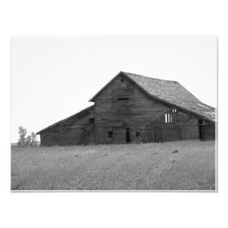 OLD BARN (BLACK AND WHITE) PHOTO PRINT
