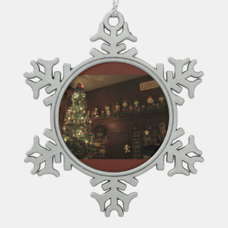 Old-Fashioned Colonial Christmas Holiday Greeting Pewter Snowflake Decoration