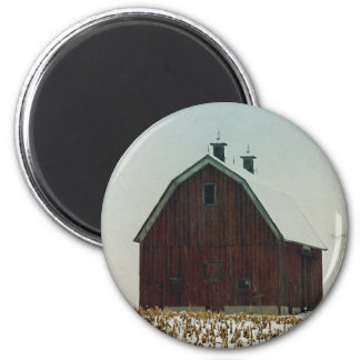 Old Gambrel Roof Barn on a Snowy Day 6 Cm Round Magnet