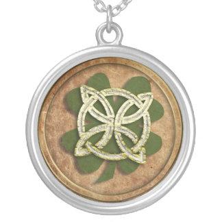 old kelt clover round pendant necklace