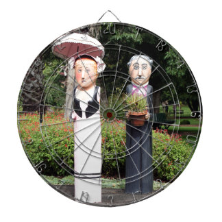 Old married couple sculptures dartboard