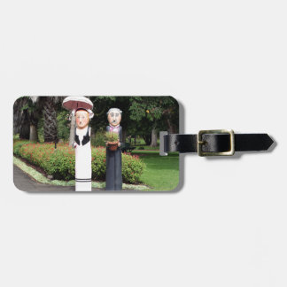 Old married couple sculptures luggage tag