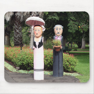 Old married couple sculptures mouse pad