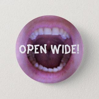 open wide! 6 cm round badge