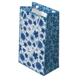 Organic Medallion design w/blue grass Small Gift Bag