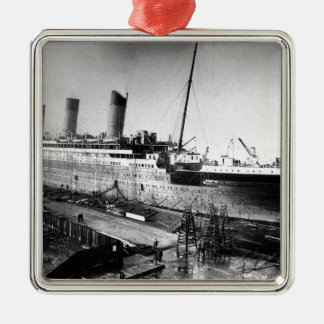 original titanic picture under construction metal ornament