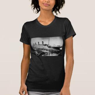 original titanic picture under construction T-Shirt