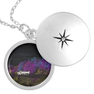oscar leaves the party silver plated necklace