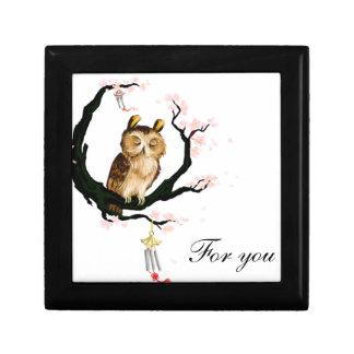 Owl on a sakura small square gift box