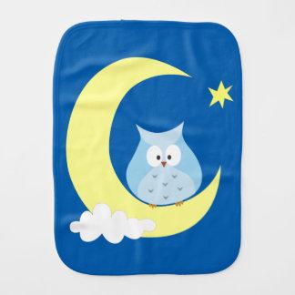 Owl sitting on the Moon Burp Cloth