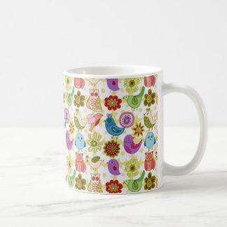 padrão divertido de flores e passaros mug