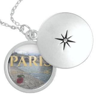 paris winter necklace