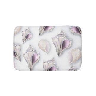 Pastel two seashell pattern bath mat