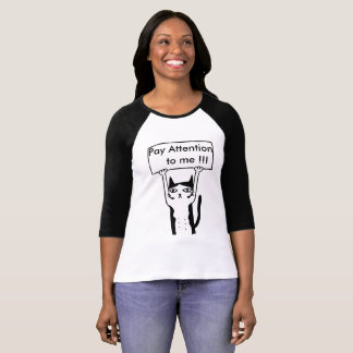 Pay attention to me board holding cat illustration T-Shirt