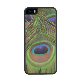 Peacock Feathers Carved® Maple iPhone 5 Slim Case