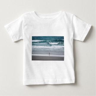 Penguin returning from the ocean baby T-Shirt