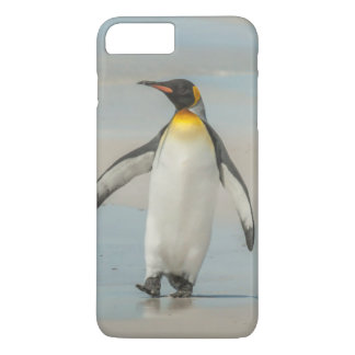 Penguin walking on the beach iPhone 7 plus case