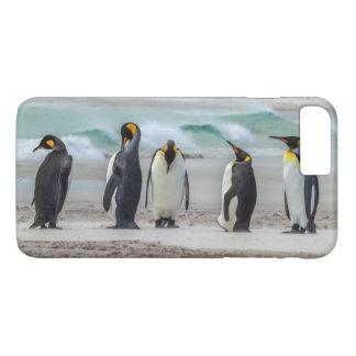 Penguins preening on beach iPhone 8 plus/7 plus case