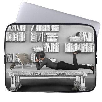 Petit rat de bibliothèque (bookworm) laptop sleeve