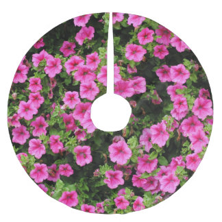Petunias and lawn brushed polyester tree skirt