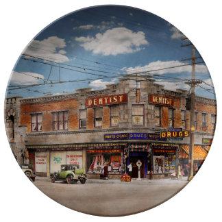 Pharmacy - The corner drugstore 1910 Plate