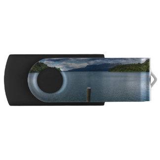 Pier Swivel USB 2.0 Flash Drive