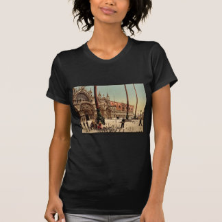 Pigeons in St. Mark's Place, Venice, Italy classic Tee Shirt
