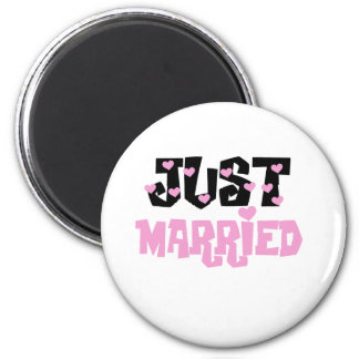 Pink and Black Hearts Just Married 6 Cm Round Magnet