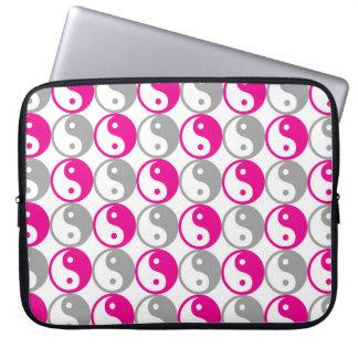 Pink and grey yin yang pattern laptop sleeve
