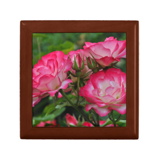 Pink and white roses gift box