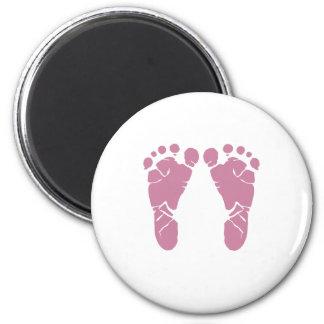 Pink baby footprints 6 cm round magnet