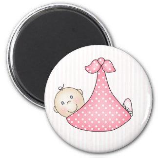 Pink Girl in Blanket 6 Cm Round Magnet