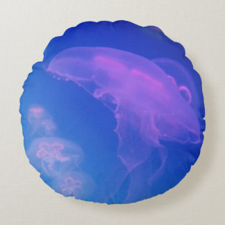 Pink jellyfishes in blue water round cushion
