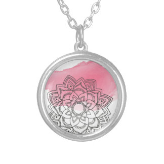 Pink sends it silver plated necklace