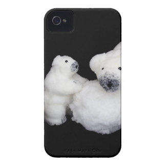 Polar bears family figurines playing with snowball Case-Mate iPhone 4 case