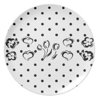 Polka-dot melamine plate