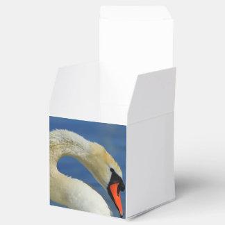Portrait of a beautiful swan favour box