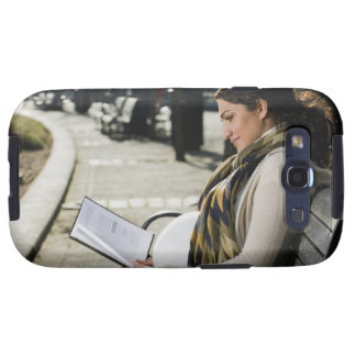 Pregnant Middle Eastern woman reading on park Samsung Galaxy SIII Case