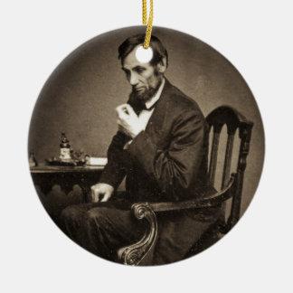 PRESIDENT ABRAHAM LINCOLN 1862 STEREOVIEW ROUND CERAMIC DECORATION