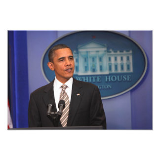 President Barack Obama makes an announcement Photographic Print