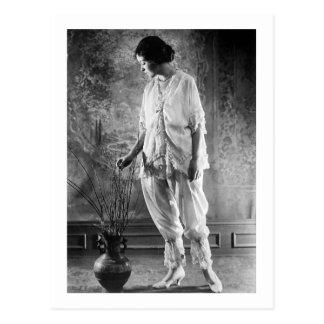 Pretty Woman, 1920s Outfit Postcard