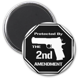 Protected By The Second Amendment (Black) 6 Cm Round Magnet
