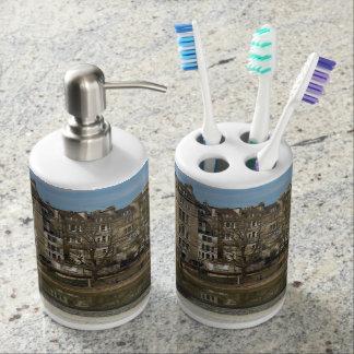 Pulteney Bridge, Avon River,Bath, England Soap Dispenser And Toothbrush Holder