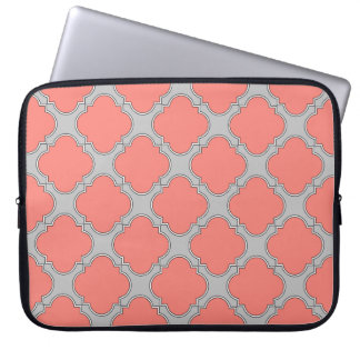 Quatrefoil coral and gray laptop sleeve