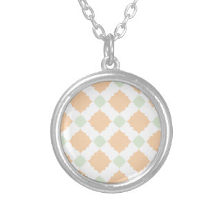 Quatrefoil pattern silver plated necklace