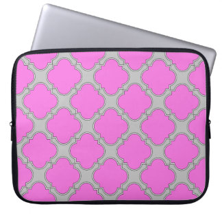 Quatrefoil pink and gray laptop sleeve