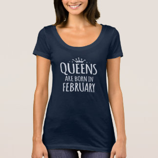 queens are born in february Scoop Neck T-Shirt