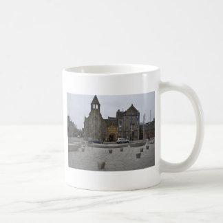 queens building coffee mug