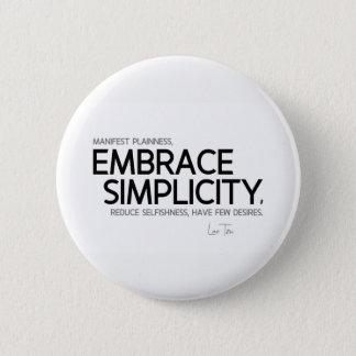 QUOTES: Lao Tzu: Embrace simplicity 6 Cm Round Badge
