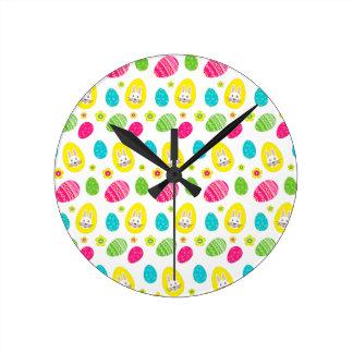 Rabbit & Eggs Easter bright pattern Round Clock